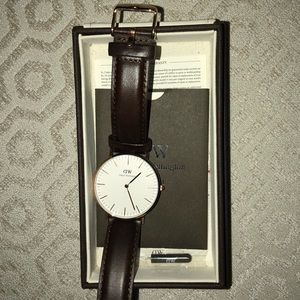 Daniel Wellington leather watch-new